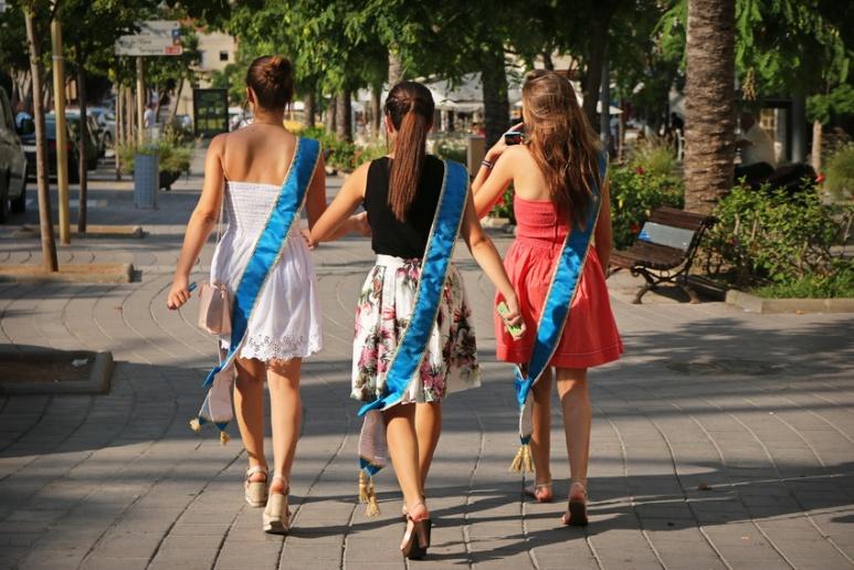 Les 3 miss au portable de Sant Carles de la Ràpita (Espagne).