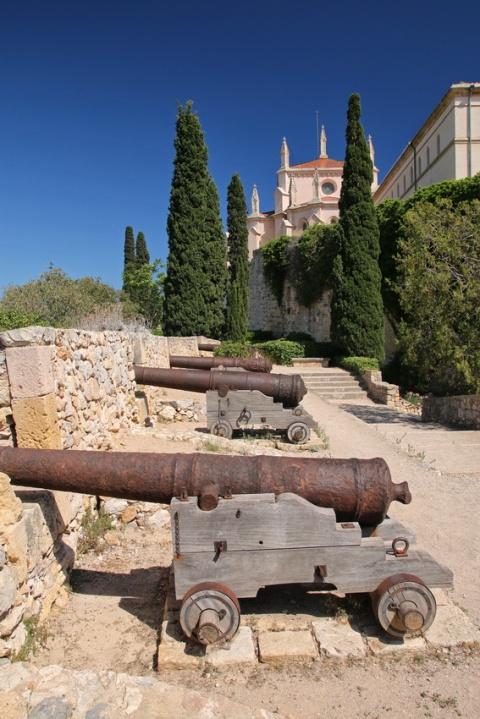 Tarragone (Espagne). La promenade archéologique, le long des remparts.