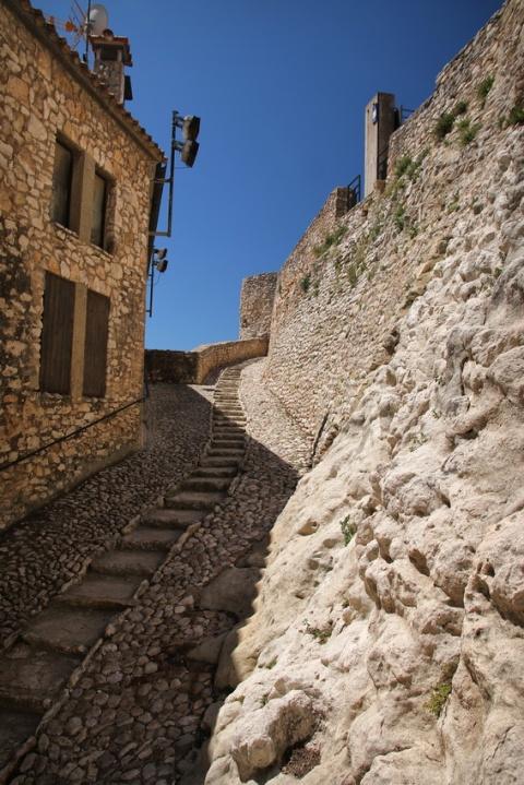 Calafell (Espagne). Montée au château de la Santa Creu.