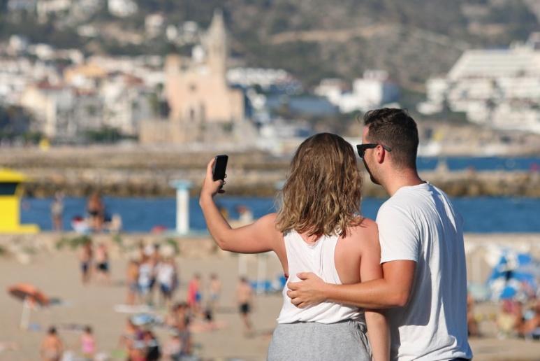 Selfie d'amoureux à Sitges (Espagne).
