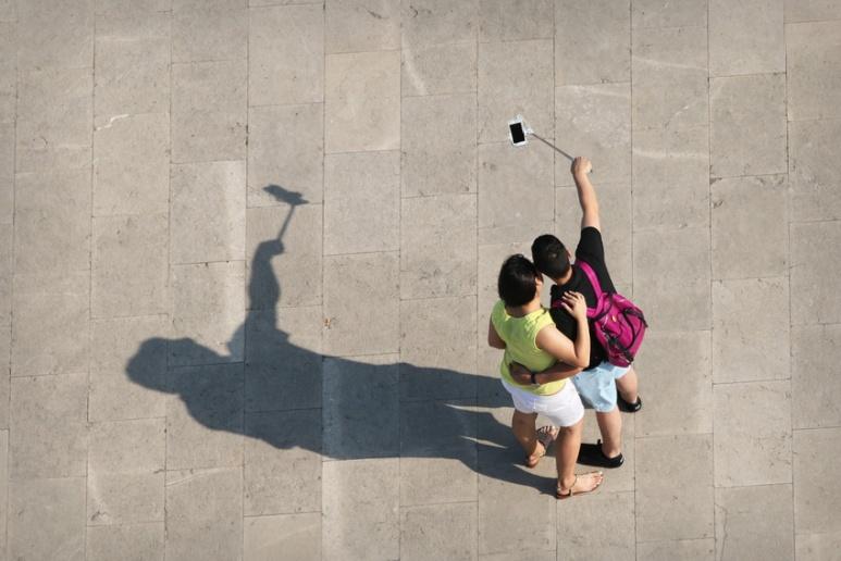 Selfie sur le site du Tibidabo, à Barcelone (Espagne).