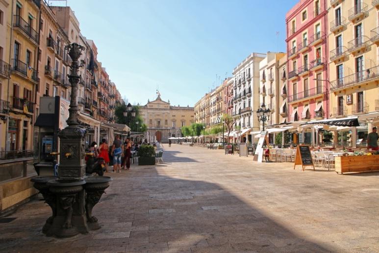 Tarragone (Espagne). Plaça de la Font.
