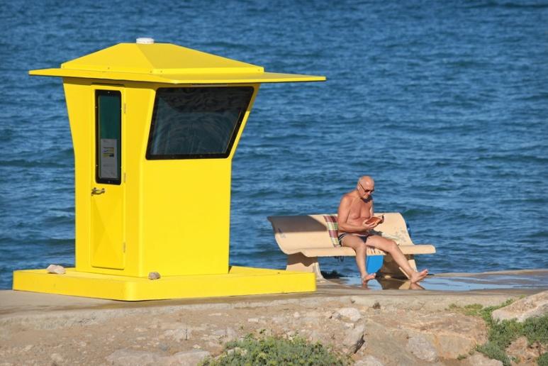 Lecteur à Sitges (Espagne).