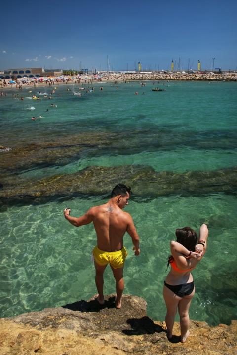 Prêts à plonger, à Roda de Berà (Espagne).