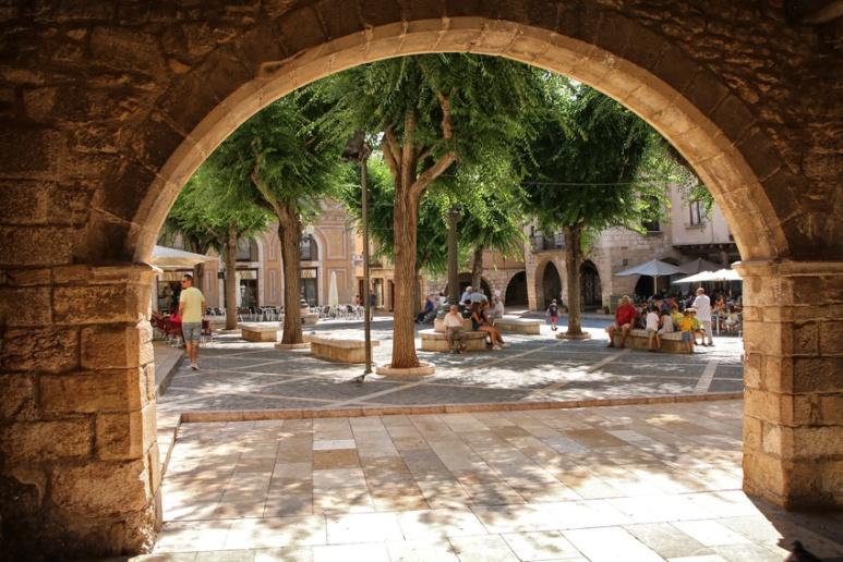 La Plaça Major, à Montblanc (Catalogne, Espagne).