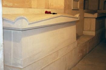 Cercueil de Jean Moulin dans la crypte du Panthéon (Paris).