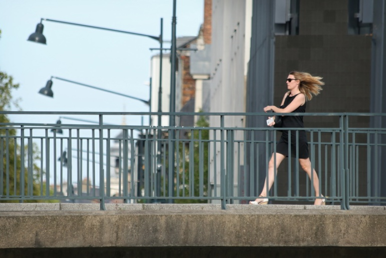 Mme Nidforspide sur le pont Robert Schuman (Rennes, septembre 2016).