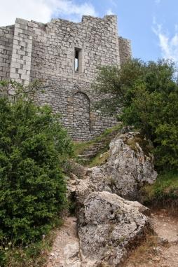 Le donjon-vieux du château de Peyrepertuse (Aude).