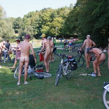 Cyclonue 2020 de Rennes (WNBR). Avant le départ au parc des Gayeulles.